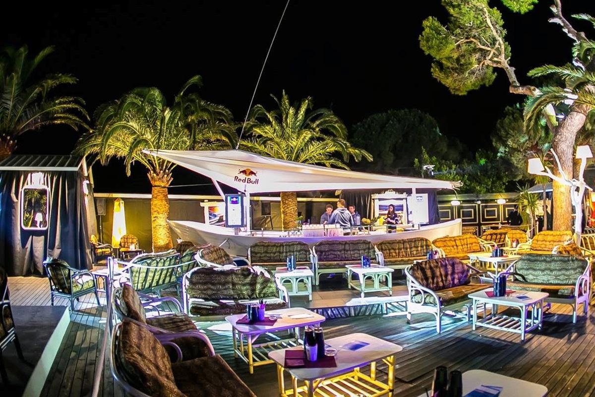 Realizzazione di Bar a forma di barca a vela per un risultato di grande creatività | De Leo & Drasnar